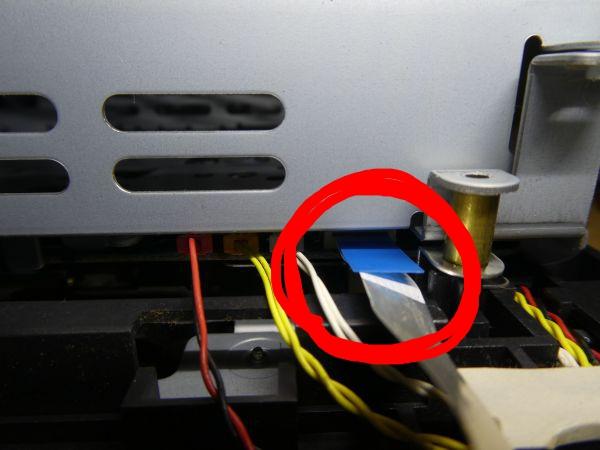 PS2にフラットケーブルを差し込んだところ